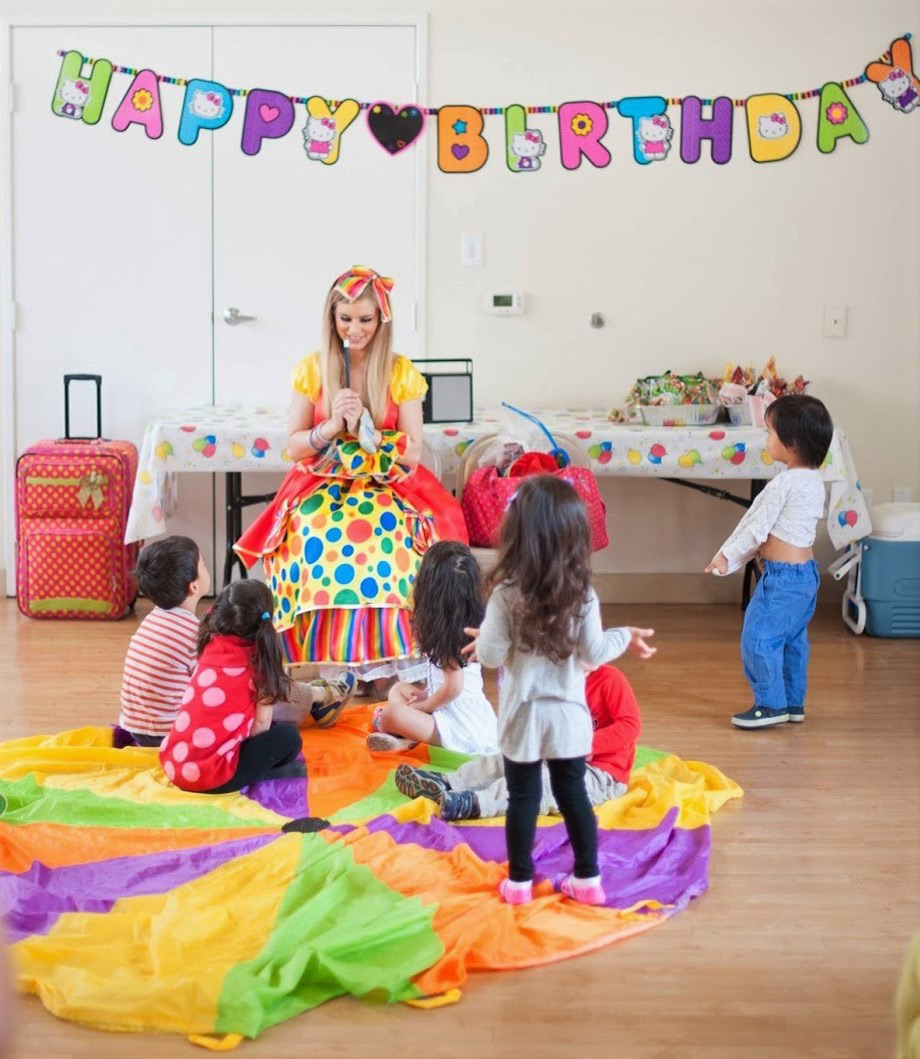 Ms. Polka Dots performing magic for kids.